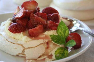 Easy Dessert Recipe for Pavlova