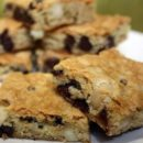 Chocolate Chip-Macademia Bars
